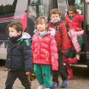Niños en autobús