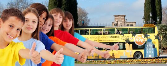Niños de excursión en bus Jimenez Dorado